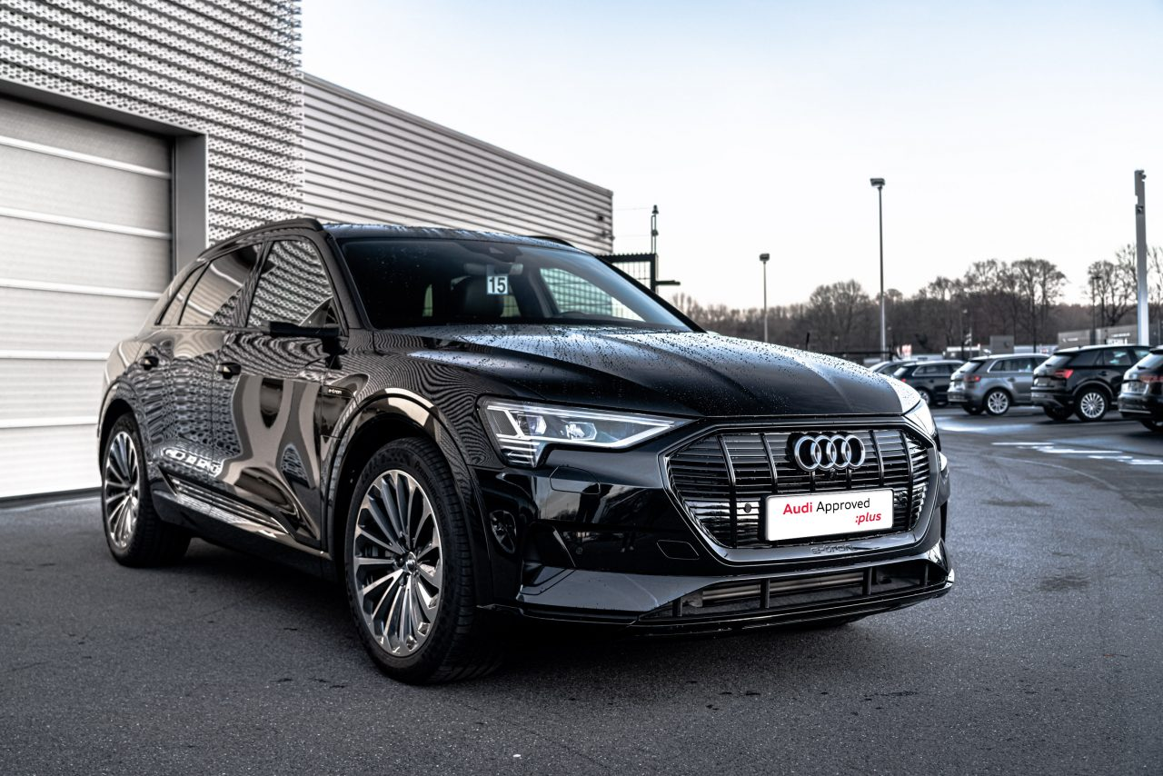 Audi e-tron 3/4 avant gauche