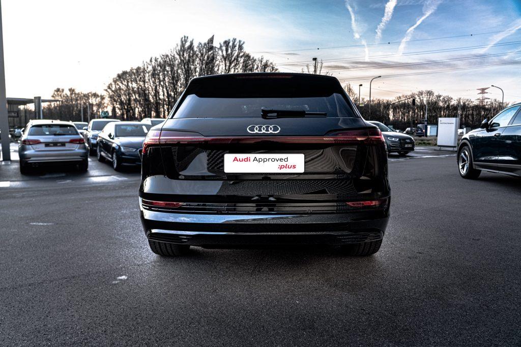 Audi e-tron face arrière